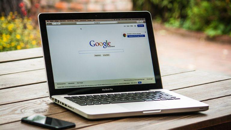 グーグルアカウント作成は本名以外のニックネームもOK?生年月日も変えていいの?